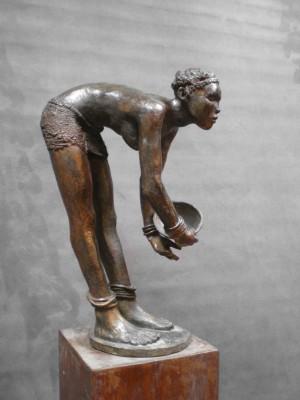 Darbaud_sculptures_femme_écuelle_01